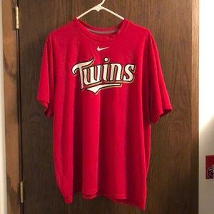 Nike MN Twins red dri-fit tee. SZ:XL.